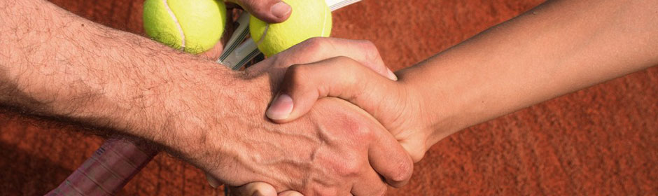 img-banner-hands-and-tennis